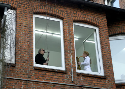Mit Saxophonistin_Kunstraum B